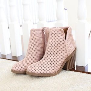Sz 7 mauve western perforated booties Ankle Boots